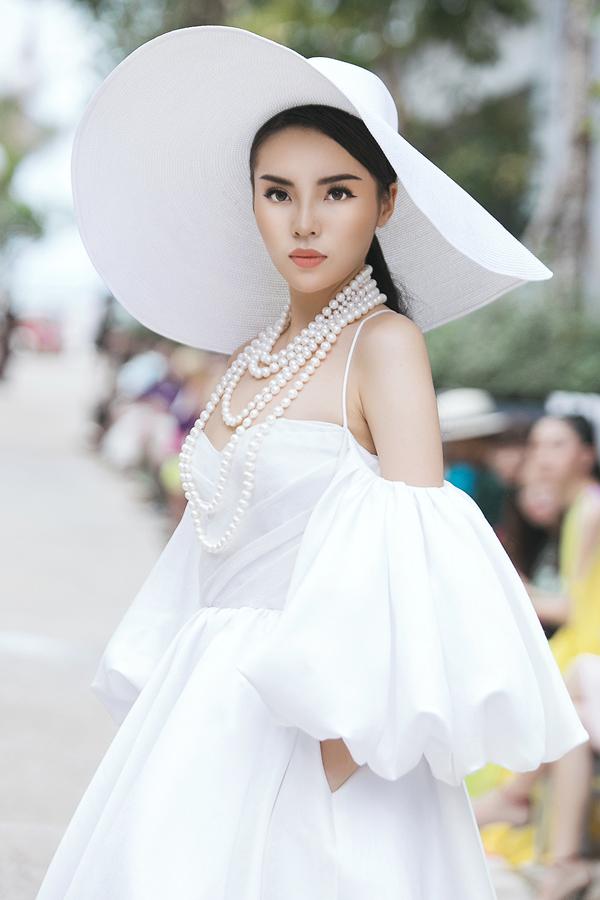 Thần Thái của kỳ Duyên chuyên nghiệp chẳng kém gì người mẫu