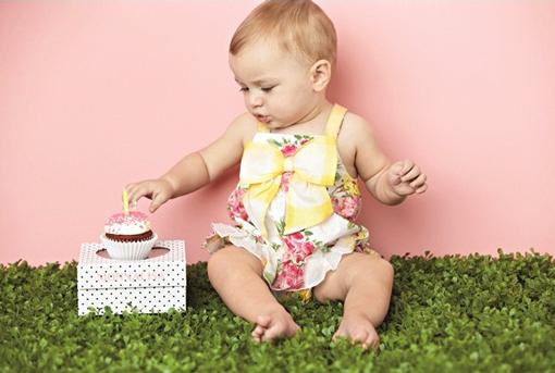 Trang phục mang màu sắc tươi mát khiến cho bé rạng rỡ cả ngày