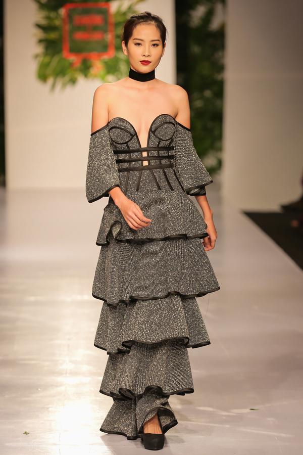 Những chiếc váy vô cùng thười thượng trong bộ sựu tập của Lỹ Giám Tiền