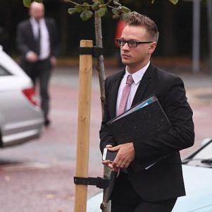gã đồng tính ngành tư vấn mặc đẹp giết con gái nuôi