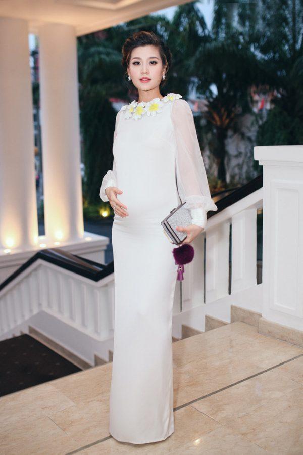 Diễm Trang diện trang phục bầu đẹp
