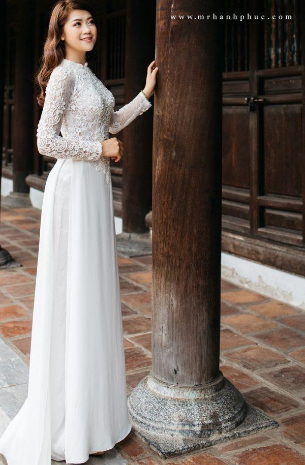 họa tiết áo dài cưới màu trắng