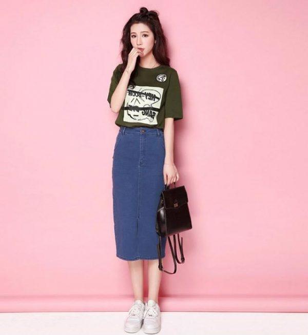 Chân váy bò dài kết hợp với áo phông