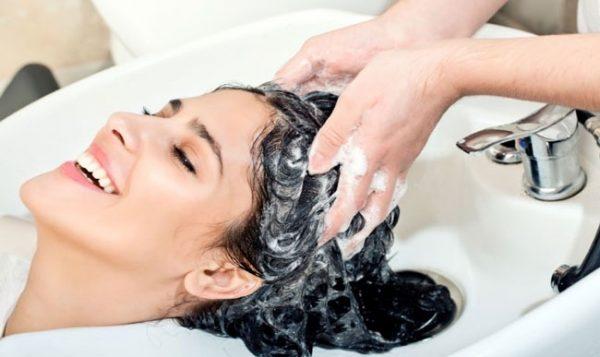 Chăm sóc tóc khi gội đầu