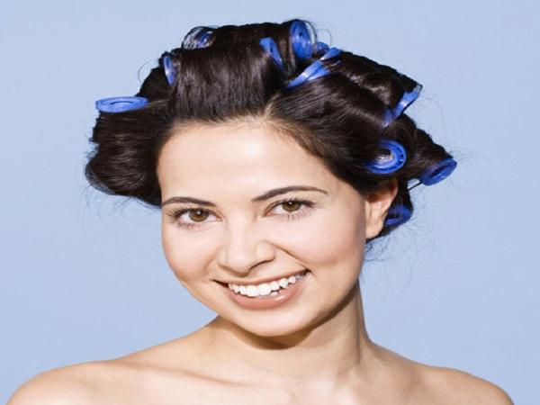 Cách chăm sóc tóc uốn cúp đuôi đẹp bằng cuốn lô