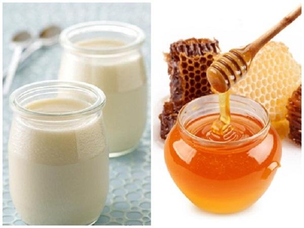 Mặt nạ trị mụn trắng da từ sữa chua và mật ong