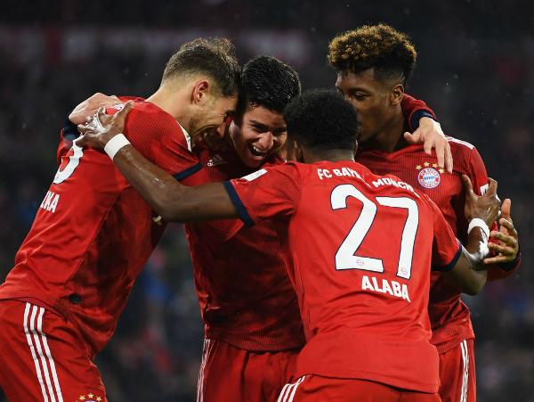 Bayern thắng đậm 6-0 để giành lại ngôi đầu bảng