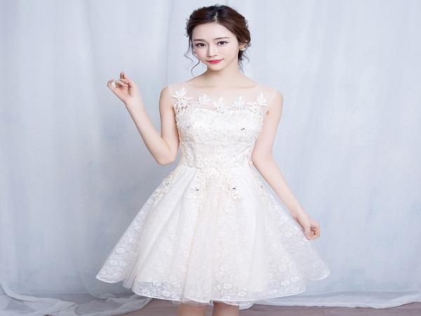 Những mẫu váy cưới ngắn đẹp cho cô dâu trong màu cưới 2019