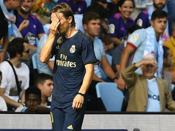 Luka Modric nhận thẻ đỏ đầu tiên ở La Liga