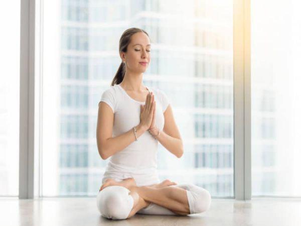 Bài tập yoga buổi tối giúp bạn xả stress, ngủ ngon và sâu giấc hơn